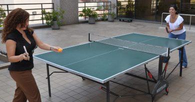 Existuje rozdíl mezi stolním tenisem a ping pongem?